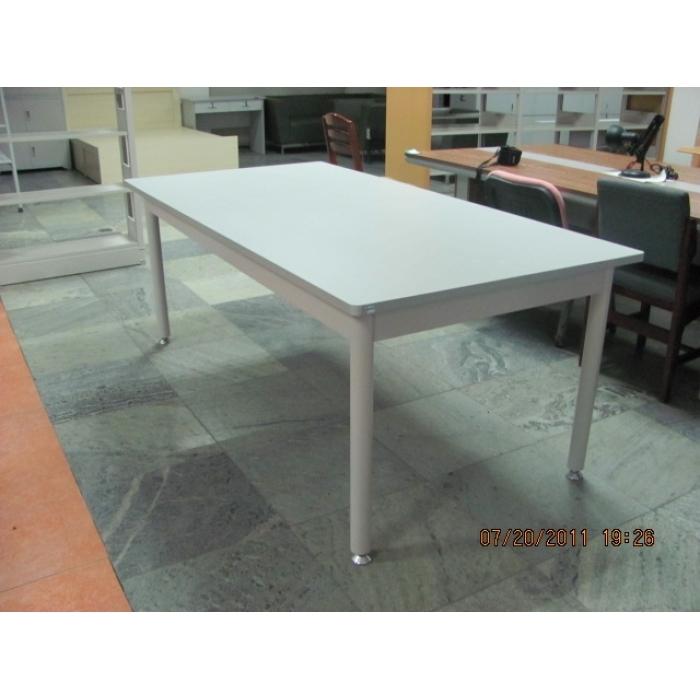 桌面倒圆角,灰白色三聚氰胺板,桌架圆管,冷板制作.